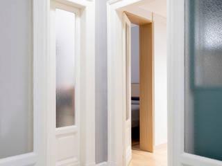 隨意取材風玄關、階梯與走廊 根據 PLUS ULTRA studio 隨意取材風
