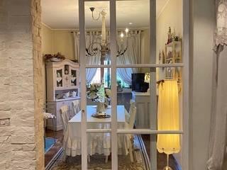 Appartamento fuori Torino in stile shabby chic Silvia Camporeale Interior Designer Sala da pranzo in stile coloniale Legno Bianco