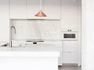 Scandinavian style kitchen by Plantea Estudio Scandinavian