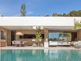 dom arquitectura Piscinas de estilo mediterráneo
