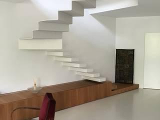 CASATI INOX Vestíbulos, pasillos y escalerasEscaleras Hierro/Acero Blanco