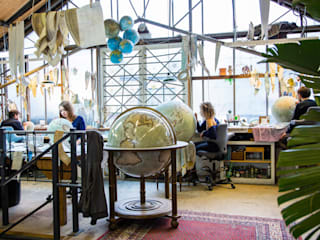 The Mint Green Galileo - Floor Standing Traditional Globe par Bellerby and Co Globemakers Classique