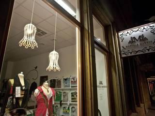 de.taille unsere Designer Hängeleuchte im Blütenform Lichtmanufaktur leuchtstoff*, Lichtdesigner Stefan Restemeier, MA Arch Geschäftsräume & Stores Eisen/Stahl Weiß