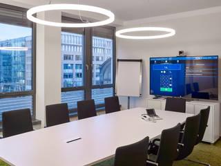 LED-Ringleuchte TheO - per App steuerbar und dimmbar Lichtmanufaktur leuchtstoff*, Lichtdesigner Stefan Restemeier, MA Arch Geschäftsräume & Stores Kunststoff Weiß