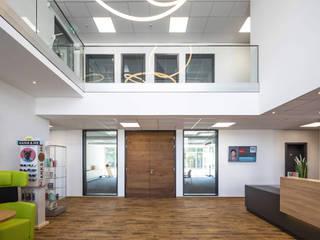 LED-Ringleuchte TheO - per App steuerbar und dimmbar Lichtmanufaktur leuchtstoff*, Lichtdesigner Stefan Restemeier, MA Arch Geschäftsräume & Stores