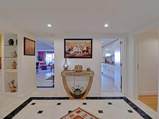 Propriété Générale International Real Estate Corridor, hallway & stairsDrawers & shelves White