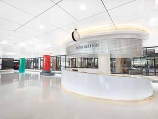 Mahidol Entrance Modernize Design + Turnkey ห้องโถงทางเดินและบันไดสมัยใหม่ กระเบื้อง Metallic/Silver