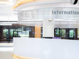Mahidol Entrance Modernize Design + Turnkey ห้องโถงทางเดินและบันไดสมัยใหม่ Metallic/Silver