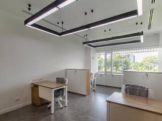 Mahidol International Office Modernize Design + Turnkey ห้องทำงาน/อ่านหนังสือ กระจกและแก้ว Brown