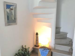 Reforma integral de un apartamento en la costa Interiorismo Laura Mas Escaleras Cerámico Blanco