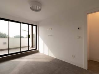 Vivienda Unifamiliar MA_MARB_005 Criz Arquitectura Dormitorios de estilo moderno Blanco
