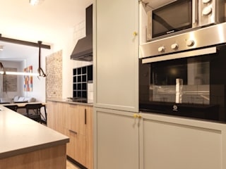 Industrial style kitchen by Pia Estudi Industrial