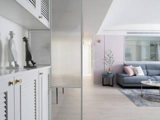 Pasillos, vestíbulos y escaleras de estilo ecléctico de 知域設計 Ecléctico