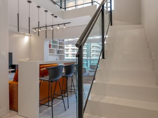 Spazhio Croce Interiores Vestíbulos, pasillos y escalerasEscaleras Porcelana Blanco