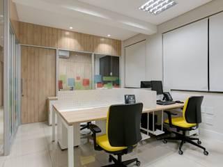 Spazhio Croce Interiores Estudios y despachos de estilo colonial Madera Beige