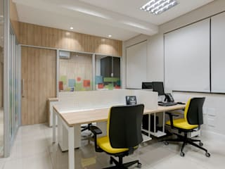 Spazhio Croce Interiores Study/office Wood Beige