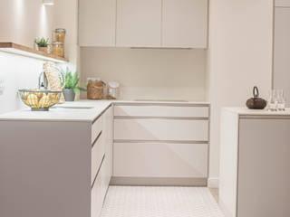Cambio de uso. Reforma completa vivienda Interiorismo Laura Mas Cocinas integrales Madera Gris