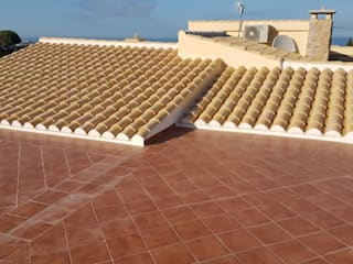Hemme & Cortell Construcciones S.L. Hipped roof Bricks Beige