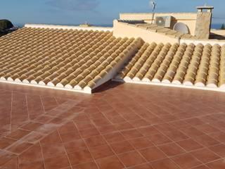 Dach mit Aufdämmung, Tejado con Aislamiento Termico Hemme & Cortell Construcciones S.L. Tejados a cuatro aguas Ladrillos Beige
