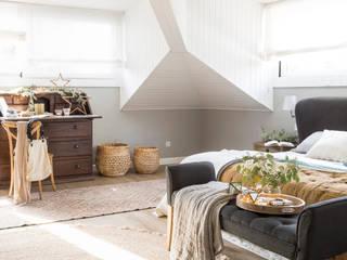 Casa en Valldoreix Interiorismo Laura Mas Dormitorios de estilo mediterráneo