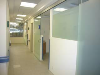 Sistemas de apertura Merkalum Estudios y despachos modernos Aluminio/Cinc Metálico/Plateado