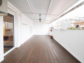 Grupo Inventia Balcones y terrazas de estilo mediterráneo Concreto Blanco