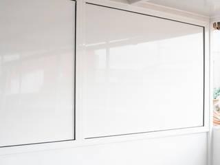 Grupo Inventia Balcones y terrazas de estilo mediterráneo Aluminio/Cinc Blanco