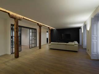 YOLANDA GUTIERREZ ESTUDIO DE ILUMINACIÓN Moderne Wohnzimmer
