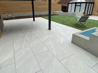 Garden Paving by Royale Stones Royale Stones Limited كوخ حديقة