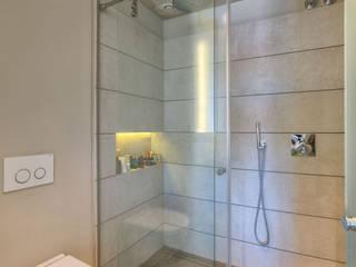 AFD ESTUDIO DE ARQUITECTO Modern style bathrooms