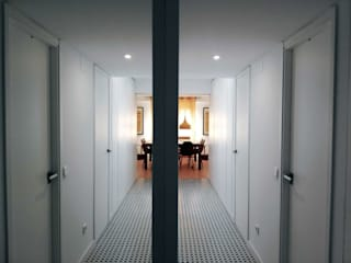 Simona Garufi Modern corridor, hallway & stairs