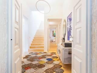 Duplex | Castelo| Portugal Atelier Renata Santos Machado Corredores, halls e escadas modernos