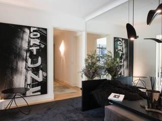 Apartamento | Avenidas Novas | Portugal Atelier Renata Santos Machado Corredores, halls e escadas modernos Preto