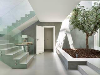 Moradia | Tróia | Portugal Atelier Renata Santos Machado Corredores, halls e escadas minimalistas