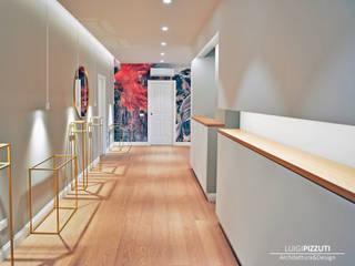 Modern corridor, hallway & stairs by Architetto Luigi Pizzuti Modern