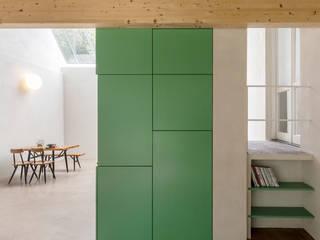 De Nieuwe Context Modern living room Wood Green