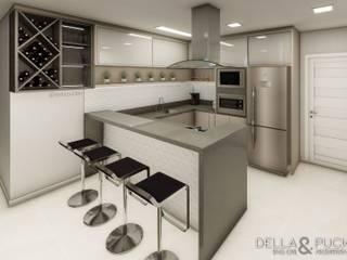 Cozinha com Península por Della&Pucker - Eng. Civil e Arquitetura Moderno