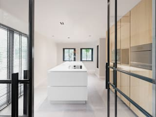 MIRA Interieur & Meubelontwerp Built-in kitchens Solid Wood White
