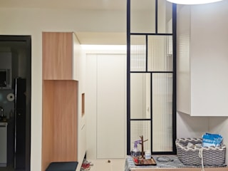 Scandinavian style corridor, hallway& stairs by ISQ 質の木系統家具 Scandinavian