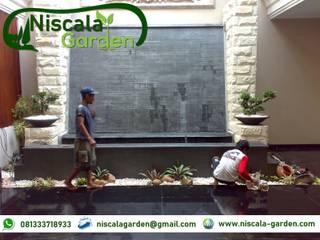 Tukang Kolam Koi Surabaya NISCALA GARDEN | Tukang Taman Surabaya Balkon, Beranda & Teras Minimalis