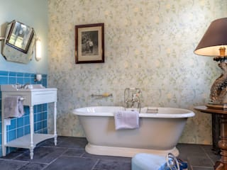 Traditional Bathrooms GmbH Classic style bathroom