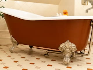 Traditional Bathrooms GmbH BathroomBathtubs & showers Iron/Steel Red