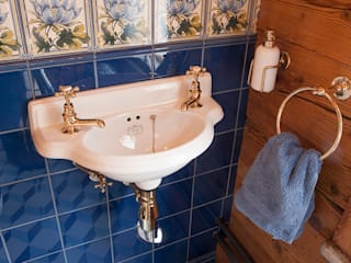 Traditional Bathrooms GmbH BathroomBathtubs & showers Porselen White