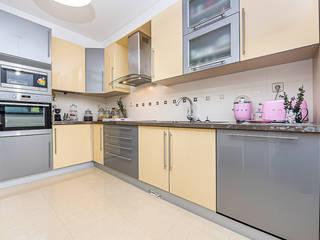 Janine Martins - Consultora Imobiliária | Arquitecta | Home Staging Modern kitchen