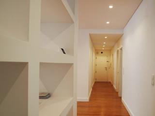 ARCHDESIGN LX Pasillos, vestíbulos y escaleras de estilo moderno Tablero DM Blanco