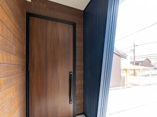 姫路市龍野町の家 中村建築研究室 エヌラボ(n-lab) モダンスタイルの 玄関&廊下&階段 鉄/鋼 青色
