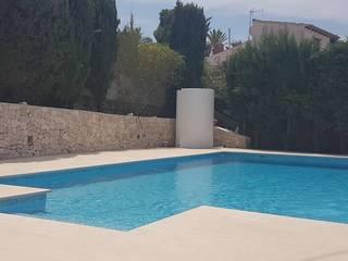 Poolbau in Benssa Costa Hemme & Cortell Construcciones S.L. Piscinas de jardín Hormigón Beige