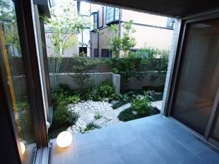 室内からも楽しめるモダン和庭 株式会社ウエシン アジア風 庭