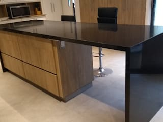 Mystica Cocinas y Closets KitchenBench tops Granit Black