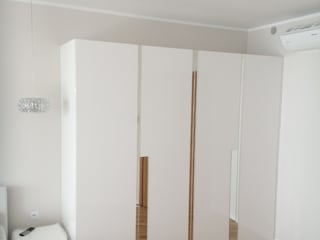 HOME INNOVATIS - Möbel nach Maß BedroomWardrobes & closets Chipboard White